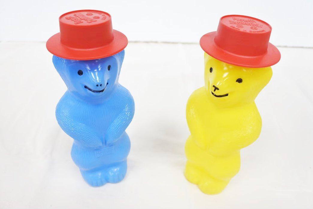 寿月すみたやのおもちゃのご紹介 ドイツ・プステフィックス社の「くまのシャボン玉」. ・ 弾力性があって 長く空中に漂うシャボン玉は 光が当たると美しく虹色に輝きます🧼 帽子を取ってくまのお腹をおすと 吹き口が出てきます 別売の補充液を注ぎ足せば 何度でも遊べます🧸🤎 ・ ・ おもちゃをお買い求めのかた InstagramDMや 寿月すみたやホームページからも お求めできます お気軽にお申し付けください🏻 ・ ・